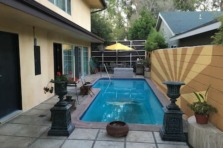 Palisades townhouse with pool - Los Angeles - Szeregowiec