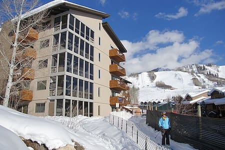 Unique & Beautiful - Ski In Condo on Slopeside - Appartement