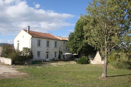 Mas authentique en Provence - House