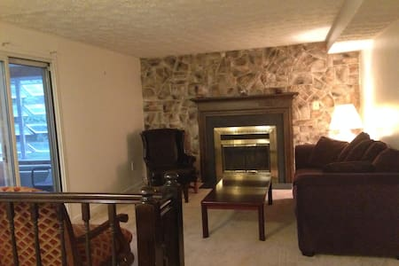 Spacious Private House - 2 Levels - Fort Washington