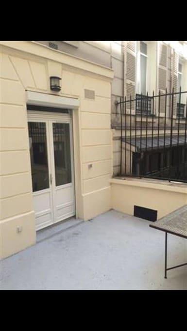 Private Balcony / Terrasse privée