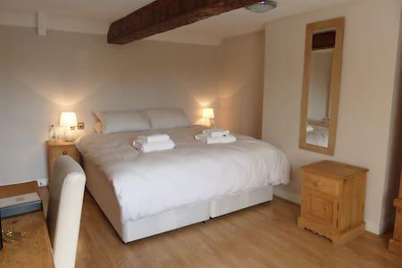 Beautiful en-suite bedroom in Sutton-on-Trent - Bed & Breakfast
