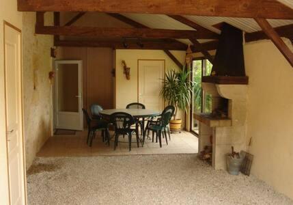 Gîte Montignac Lascaux/ Vallée de la Vézère - Hus