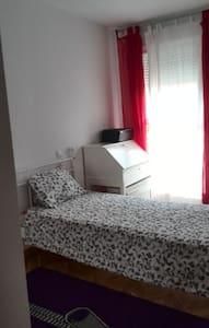 Habitación cómoda y acogedora - Wohnung
