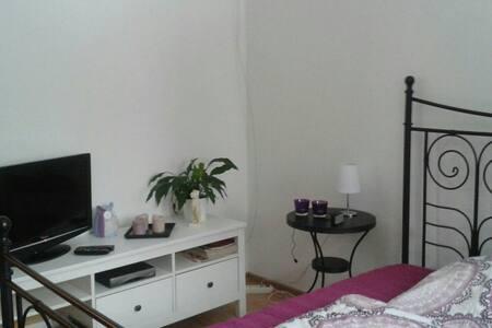 Gemütliches Zimmer mit eigenem Bad  - Bremen - Casa