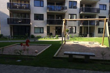 Leilighet 200 meter fra Grimstad sentrum - Huoneisto