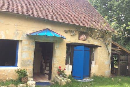 Une Maison bleue dans le Perche - House