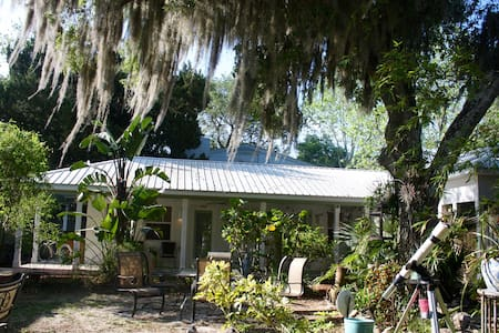 Cottage in a beach community. - New Smyrna Beach