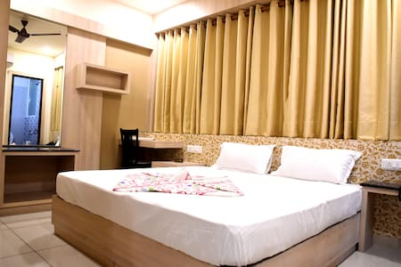 Luxurious Room @ Silver Palace - Haldwani