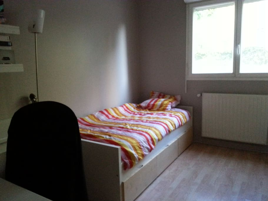 vrai lit,chambre au calme
