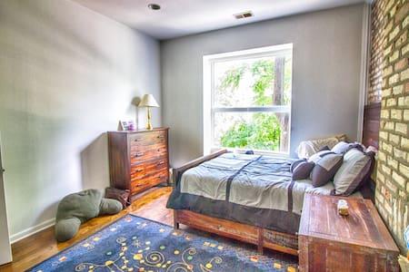 Master Bedroom in Eco-Friendly Home in Garfield Pk - Ház