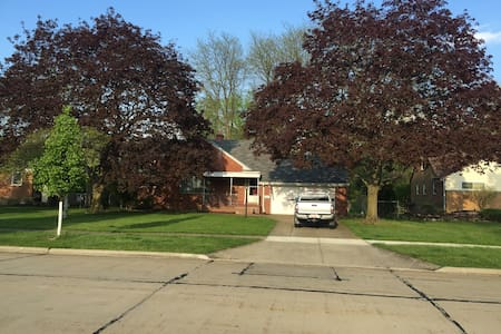RNC listing Entire Home - North Olmsted - Casa
