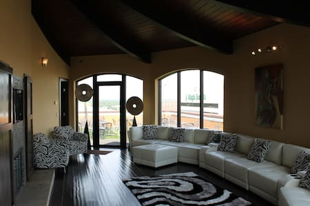 Luxury Penthouse built on top floor - Wichita