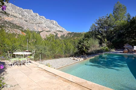 BEAUTIFUL HOUSE WITH POOL -STE VICTOIRE VIEW -AIX - Casa