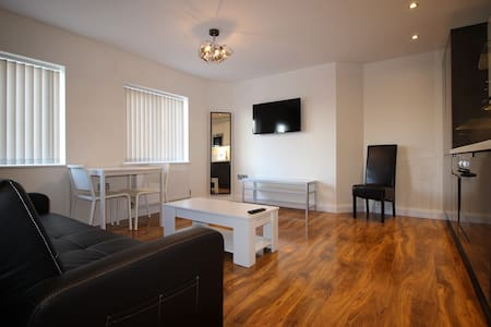 Y3 Apartments, Birdlip Suite - Gloucester