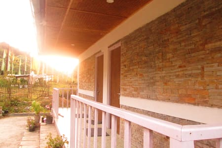 Dokothang Home Stay Offers you Three Cottages - Pelling - Huis
