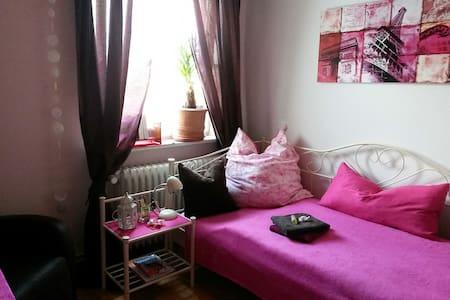 Cosy room in the suburbs of Hamburg - Rumah