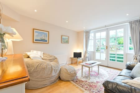 Superb S/C Garden Flat in Killiney