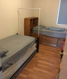 Small room with 2 twin bed安全幽静小区 - Stockton