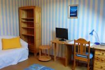 Nettes 16 qm Zimmer in Familienhaus