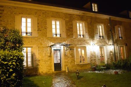 Belle maison proche du chateau Vaux le Vicomte - House