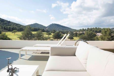 Ultra modern house stunning views - Roca Llisa - House