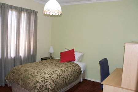 Sunset Azure - Dingley Village - Bed & Breakfast