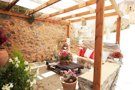 Traditional Stonehouse Camari - House