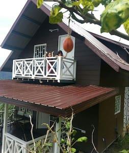 Rania Lovely Hut, Kundasang - Faház