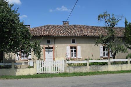 Leven naast God in Frankrijk. - Anan - House