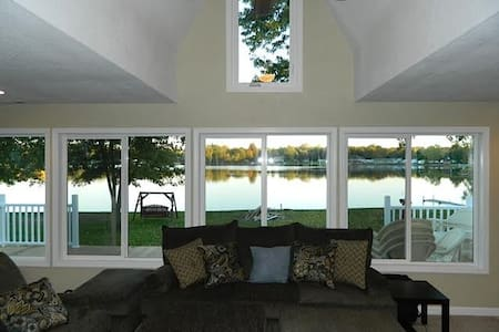 Lakefront home on Nettle Lake & EVERYTHING is new! - Ház