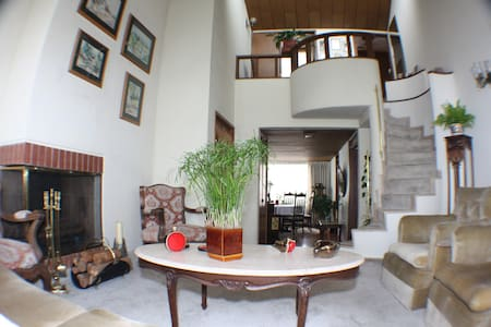 Nice, best location, spacious and Recursive. - Bogotá - Bed & Breakfast