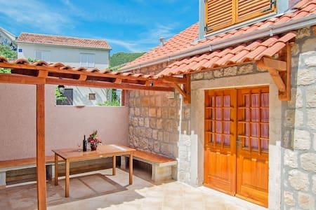 House Lazar (54081-K1) - Haus