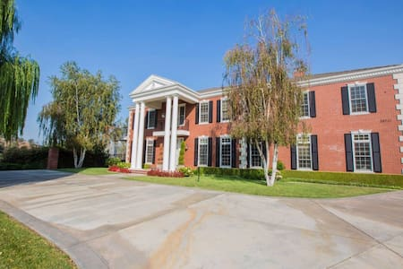 Entire Luxury Villa Mansion On Hillside with View - Covina