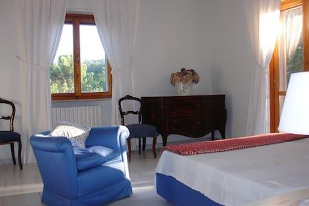 Taurasi villa immersa nel bosco - Stanza privata - Taurasi
