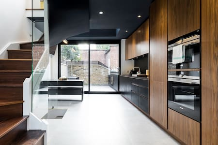 Large and Ultra  Modern 2 Bed 2 Bath Over 3 Floors - Londra - Appartamento
