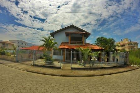 Casa de praia descanso e laser! - Governador Celso Ramos - Rumah