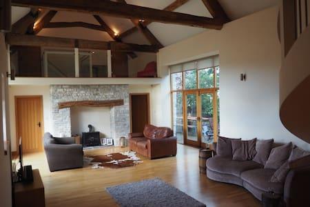 Spacious Large Barn Conversion - Pucklechurch - House