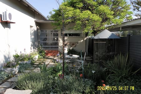 1.Centrally  situated, sunny and friendly - Kroonstad - Bed & Breakfast
