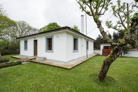 Bonita casa en entorno tranquilo y acogedor - House