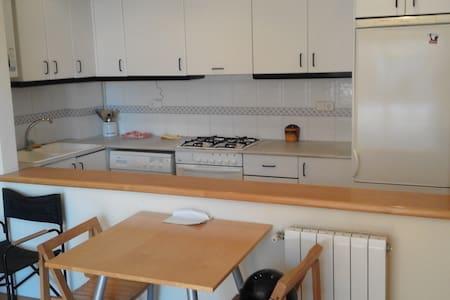 Bonito piso zona tranquila/ MWC16 - Apartamento