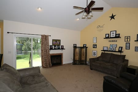 #1 on AIRBNB... find out why today! - Round Lake - House