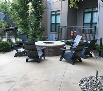 New modern cozy spot only 9 miles from downtown! - Brentwood - Lägenhet