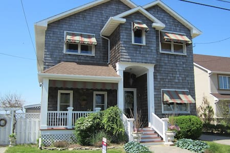 Spectacular 6 Bedroom BayFront Home - Seaside Heights