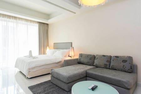 Hotel Suites+Breakfast! - Byt