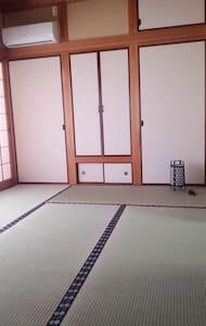 たたみ room(一軒まるまる貸し切り)、三萩野駅ちかく(モノレール・高速バス・エアポートバス) - Kitakyūshū-shi kokurakita-ku - Haus