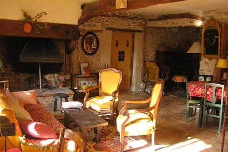 La Lauze: Lovely restored farmhouse - Ev