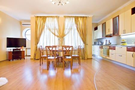 Gorgeous Nevsky View 3 rooms apartment - Sankt-Peterburg - Apartment