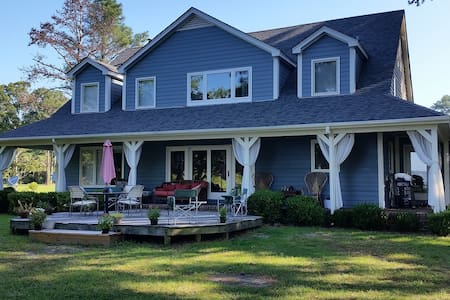 Waterfront Windward Farm - Sleeps 8