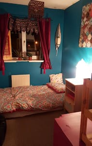 1 double rooms and a single room - Saint Mellons